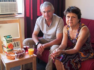 Parents invités à dîner à la maison