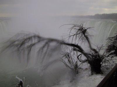 Le bord des chutes gelé