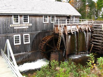 Scierie de Sherbrooke: la roue à eau qui sert de moteur à la scie