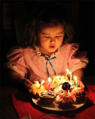 Ciara et ses trois bougies